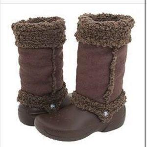Crocs Nadia boots size 8 shearling lined